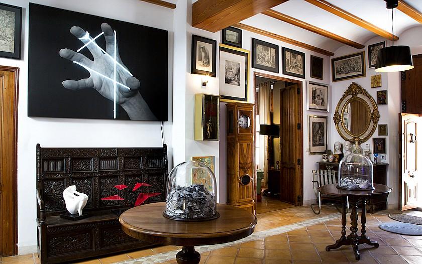 Salón destinado a galería de arte Muralla de Pego