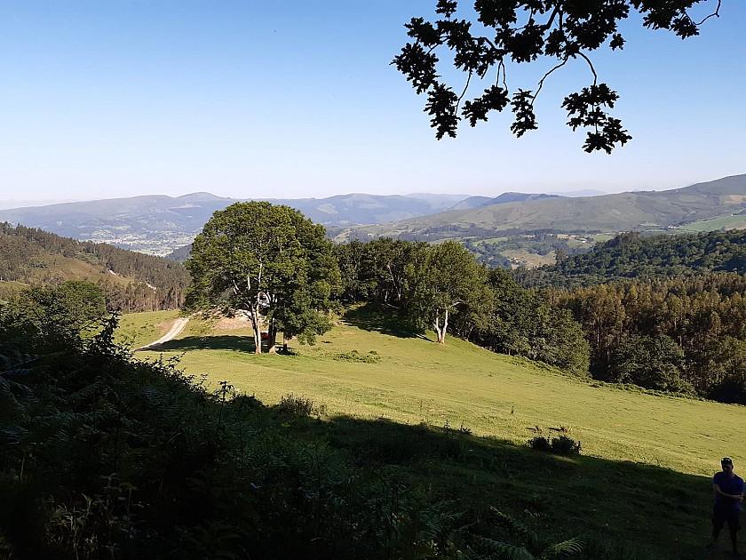 Bonitas vistas al valle y pueblo de Corrales de Buena.