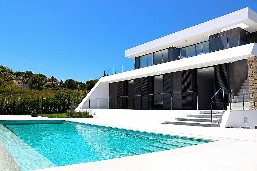VILLA INDÉPENDANTE DE STYLE MODERNE À MORAIRA - Cabrera Fine Properties