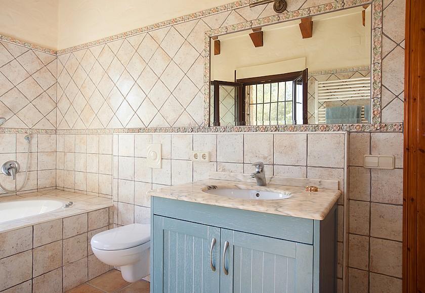 Baño rústico casa de lujo. Benissa.