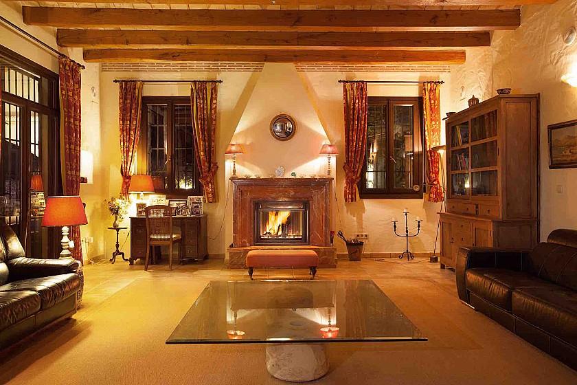Salón con chimenea rústica. Benissa