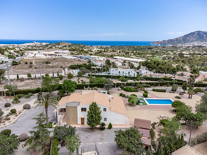 LUXURY VILLA WITH POOL AND SEA VIEWS IN ALTEA