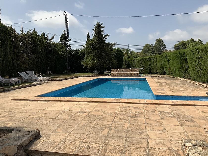 Pisicna con jardín villa rústica en Benissa.