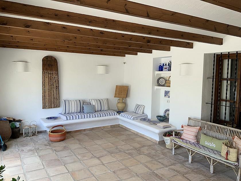 Terraza cubierta rústica en Benissa.